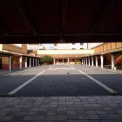 Piazzale Vetreria da sotto portico